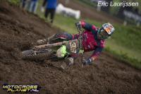 Roan van de Moosdijk op het podium in EMX250 in Engeland