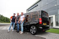 Levering nieuwe bus Jeffrey Herlings