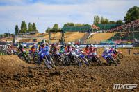 Nancy van de Ven op het podium in WMX Grand Prix in Imola