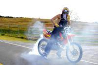Film: Ronnie Mac gaat het gevecht aan met Trevor Piranha op Red Bull Straight Rhythm circuit