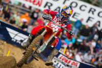 Film: Musquin en Brayton winnen heats bij Supercross in Genève