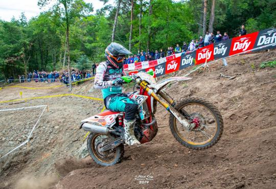 Mathias Van Hoof behaalt dubbeloverwinning in WK Enduro