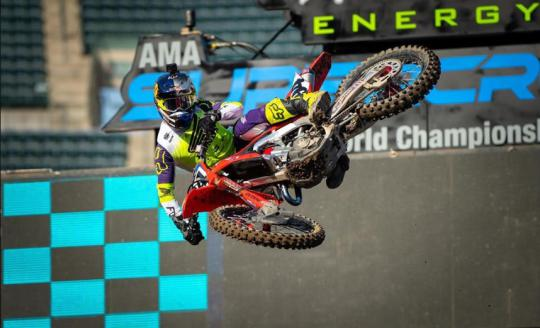Ken Roczen zegeviert in AMA supercross in St. Louis