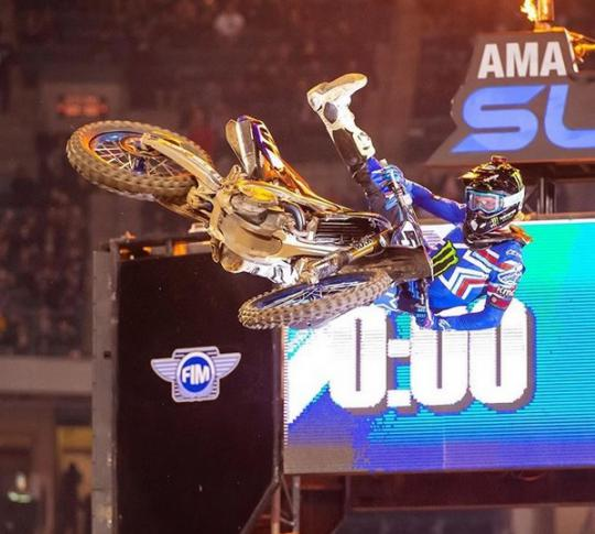 Zie de pittige crash van Justin Barcia in St. Louis
