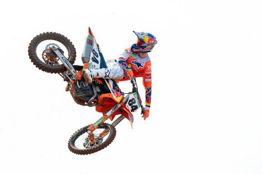 Film: Jeffrey Herlings zet ronderecord bij MC de Costieres