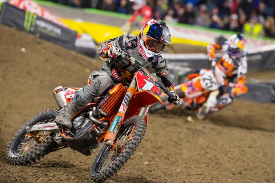 Watch qualifying of the AMA Supercross in Detroit live