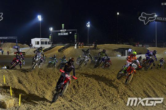 Zie hoe Jonass en Cairoli de Grand Prix van Qatar wonnen