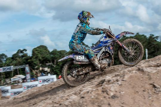 Courtney Duncan wins first WMX moto in Loket