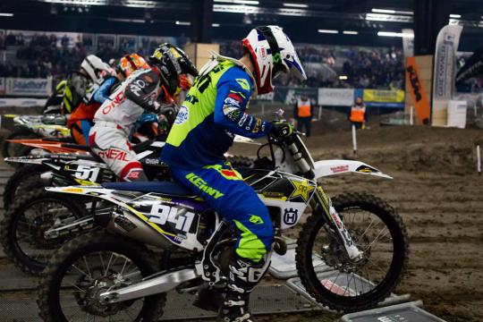 Crashvideo: Jeffrey Meurs in de top tien in supercross in Finland