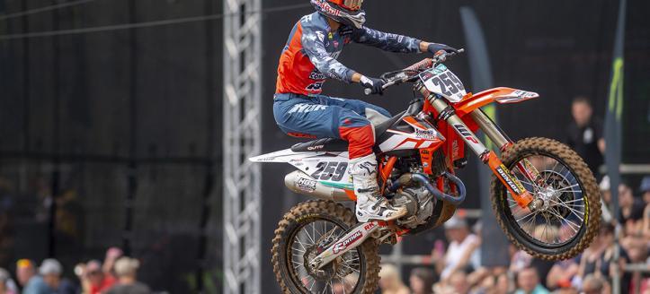 Zie hoe Coldenhoff en Herlings streden in de Grand Prix van Zweden