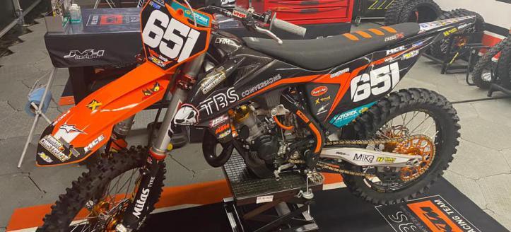 Meico Vettik de komende twee EMX125 wedstrijd voor het TBS Conversions KTM team