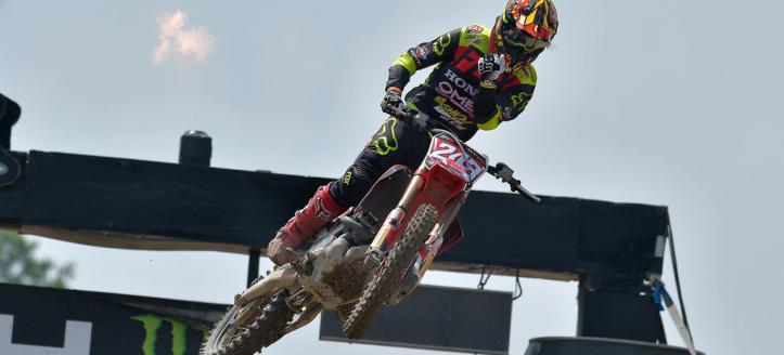 Tim Gajser dominates MXGP qualifying heat in Loket