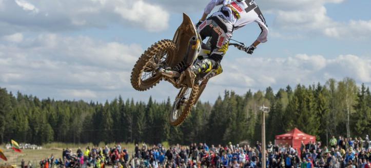 Thomas Covington victorious in first moto MX2 in Loket