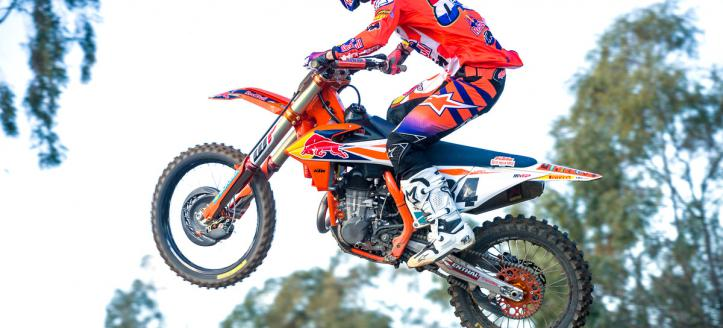 Herlings and Lawrence winners of the second motos in Lacapelle Marival
